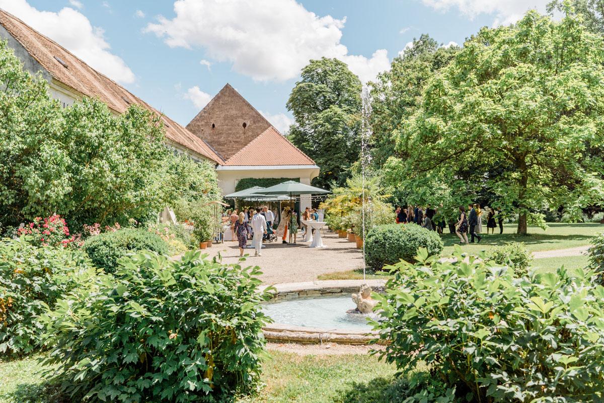 heiraten Mühlbach am Manhartsberg unter Bäumen Hochzeit Gutshof Hochzeit