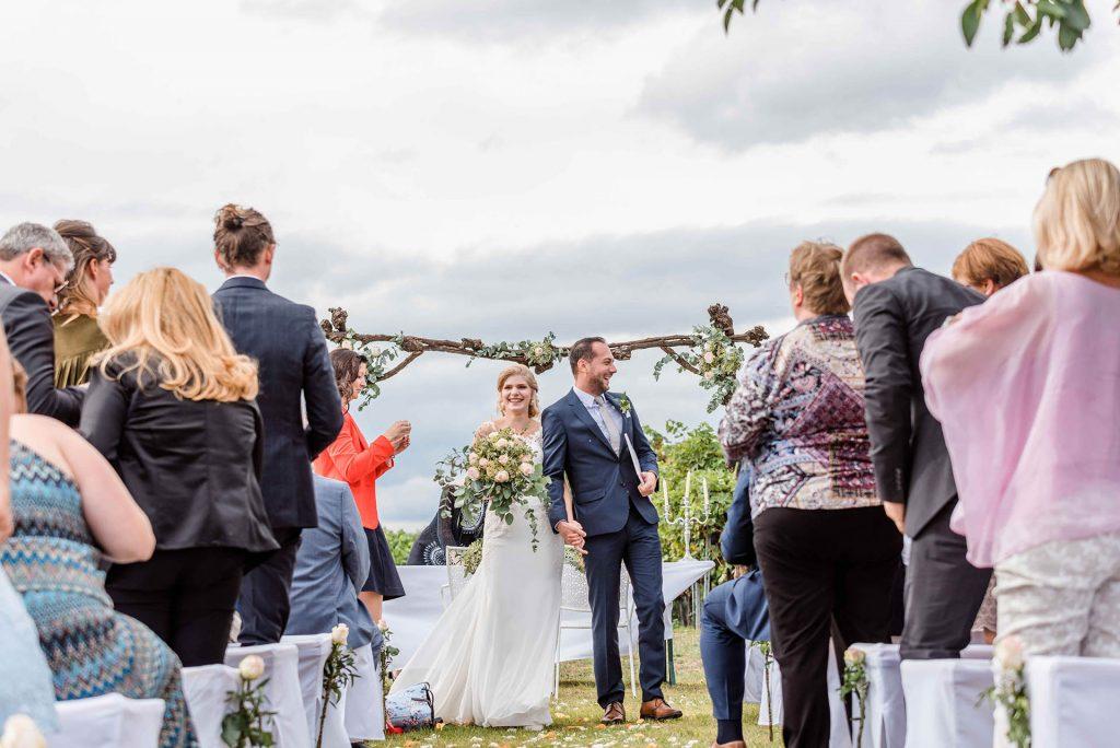 Freie Zeremonie in Niederösterreich beim Schmankerlheurigen Hochzeit im Freien