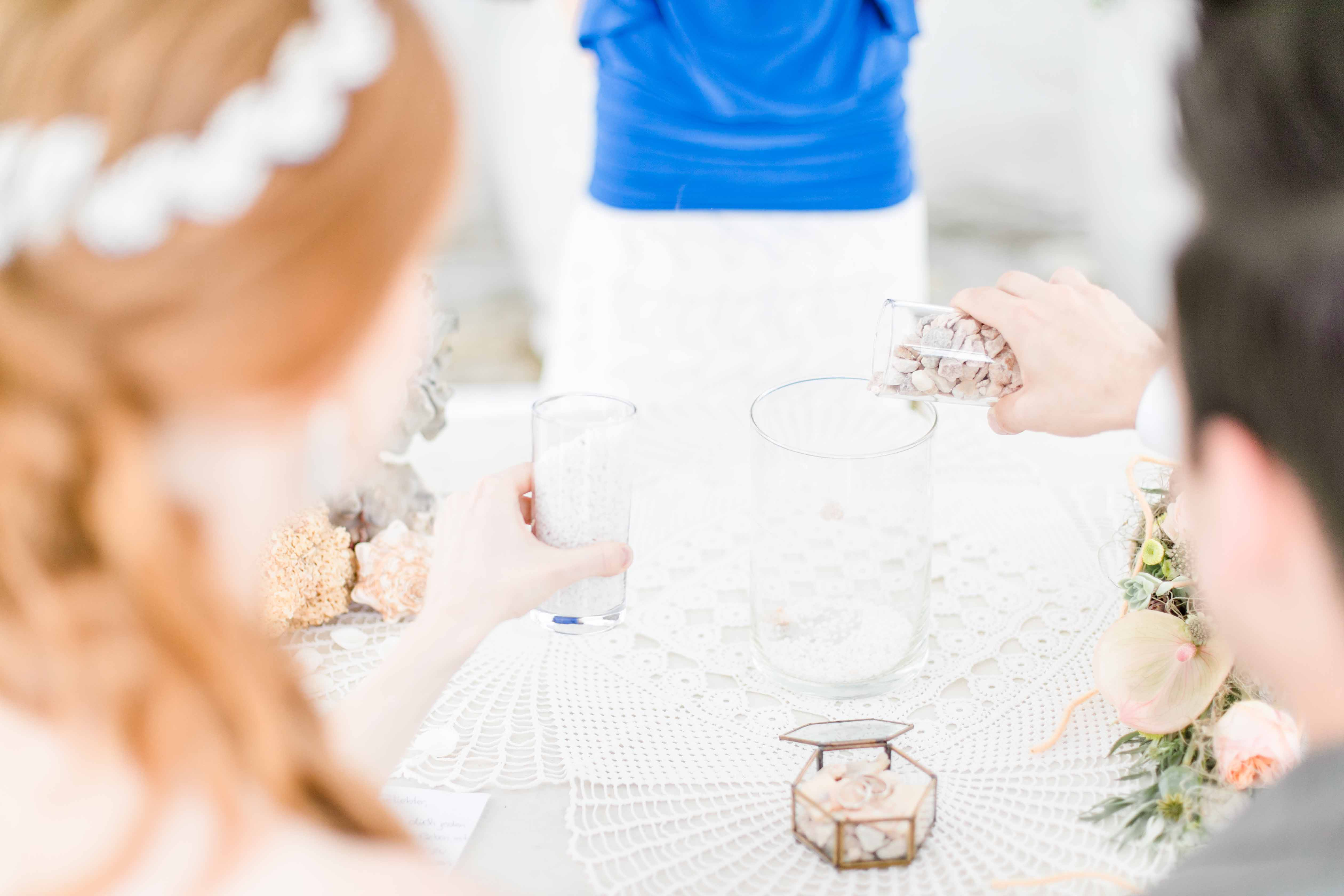 Hochzeitsfotograf Burgenland heiraten Neusiedlersee Hochzeitsfotos Himmelblau Rust Hochzeitszeremonie Sandzeremonie