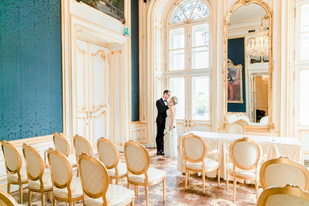 Mödling Hochzeitsfotograf Wien heiraten Palais Coburg Hochzeit Fiaker fahren