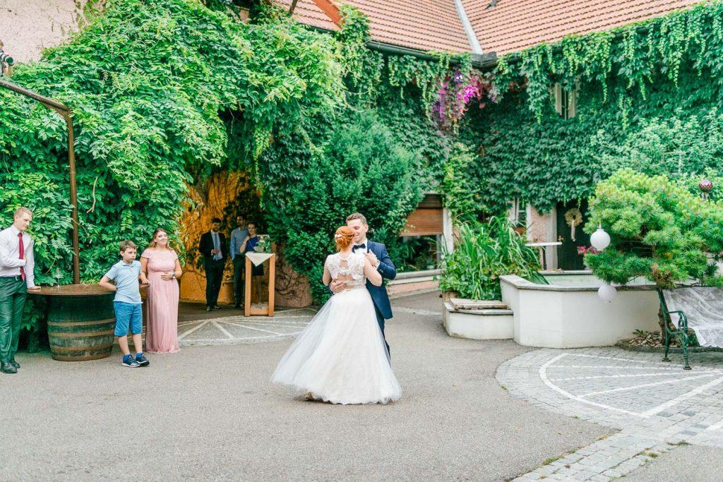 Scheunenhochzeit heiraten wien hochzeit hochzeitsfotograf freie trauung österreich heiraten Stadlerhof-Wilhering Hochzeitsfotograf Mödling Hochzeitsfotos First Dance