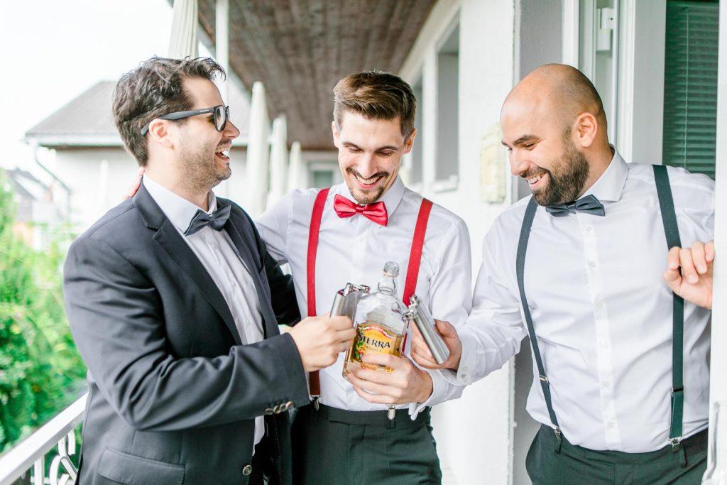 Mödling Hochzeitsfotograf Wien heiratenBurgenland Hochzeit Neusiedlersee Bohohochzeit Vintagehaus Rust Getting Ready Männer