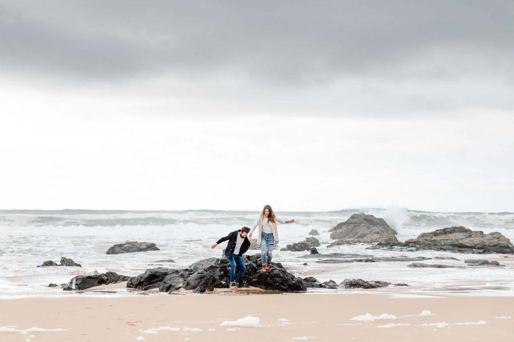 Paarfotos am Meer Hochzeitsfotograf Wien Strandhochzeit heiraten am Strand