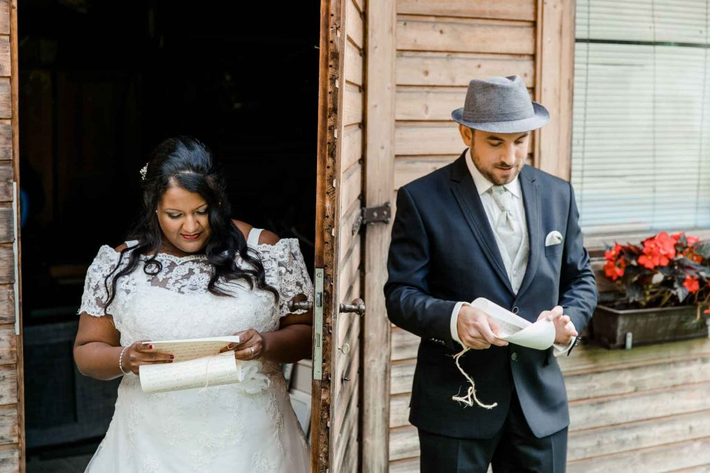 Hochzeitsfotos Wien, Hochzeitsfotos im Mirli, Hochzeitslocation Mirli, Hochzeitsfotograf Niederösterreich, natürliche Hochzeitsfotos, Hochzeit mit Tieren, Hochzeitsfotos im Sonnenuntergang, Hochzeitsfotograf Wien First Look