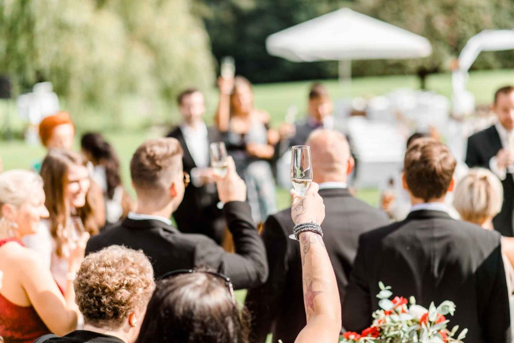 Hochzeitsfotos Wien, Hochzeitsfotos im Mirli, Hochzeitslocation Mirli, Hochzeitsfotograf Niederösterreich, natürliche Hochzeitsfotos, Hochzeit mit Tieren, Hochzeitsfotos im Sonnenuntergang, Hochzeitsfotograf Wien