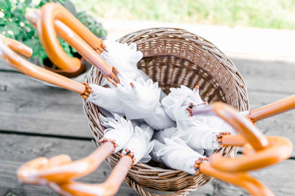 Hochzeitsfotos Wien, Hochzeitsfotos im Mirli, Hochzeitslocation Mirli, Hochzeitsfotograf Niederösterreich, natürliche Hochzeitsfotos, Hochzeit mit Tieren, Hochzeitsfotos im Sonnenuntergang, Hochzeitsfotograf Wien, Regenhochzeit, Regenschirm Hochzeit