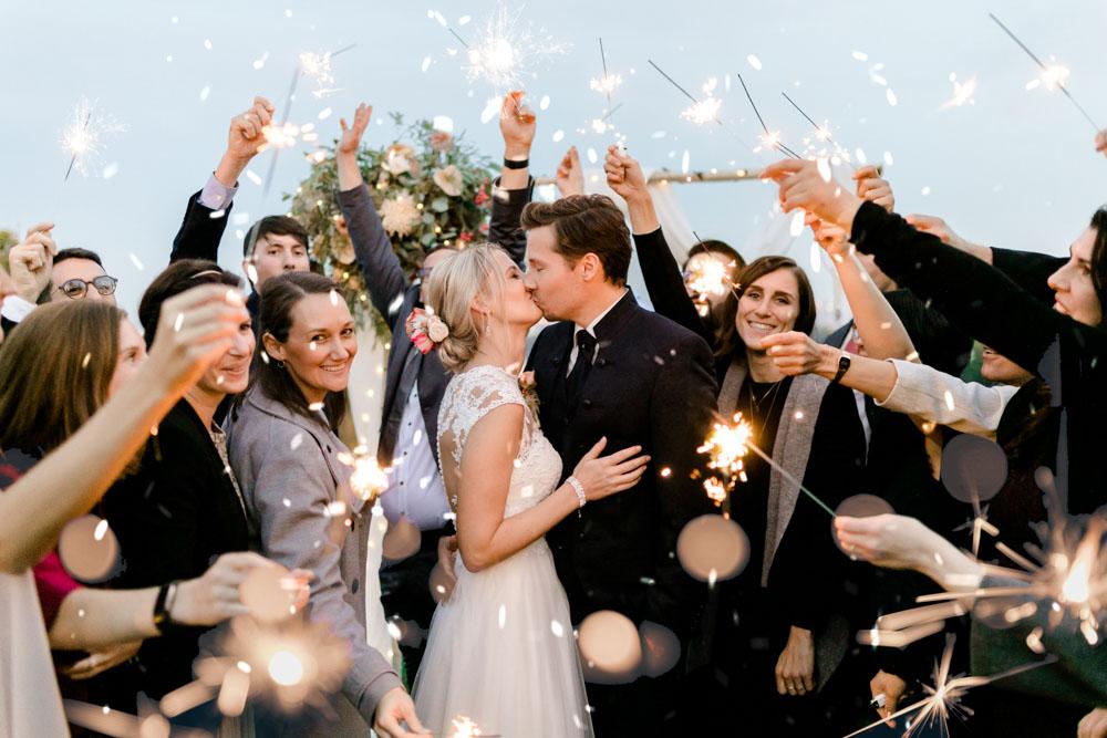 Hochzeit weddingsparkles Hochzeitszeremonie Auszug Bohohochzeit Weingut am Reisenberg