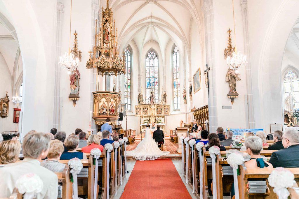 Denise Kerstin Wien Hochzeitsfotograf Mödling heiraten Golfclub Fontana kirchlich heiraten Hochzeit in der Kirche