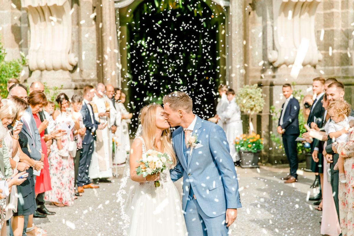 Hochzeitsfotos bohohochzeit Brautpaarfotos Sonnenuntergang freie Trauung Hochzeitsguide Hochzeitstipps Hochzeitsfotograf Wien Fine Art helle Hochzeitsfotos kirchliche Hochzeit
