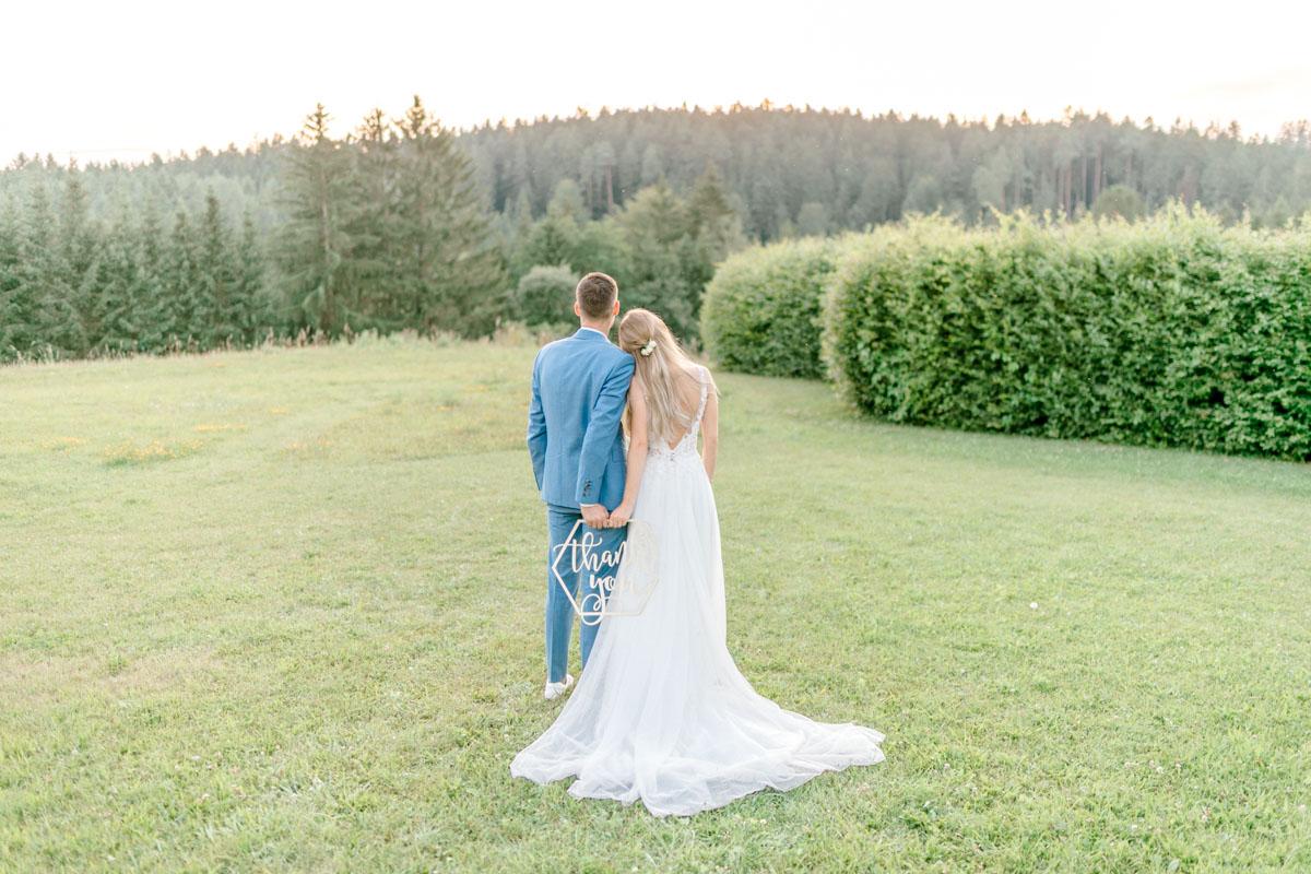 Hochzeitsfotos bohohochzeit Brautpaarfotos Sonnenuntergang freie Trauung Hochzeitsguide Hochzeitstipps Hochzeitsfotograf Wien Fine Art helle Hochzeitsfotos dankekarten Hochzeit