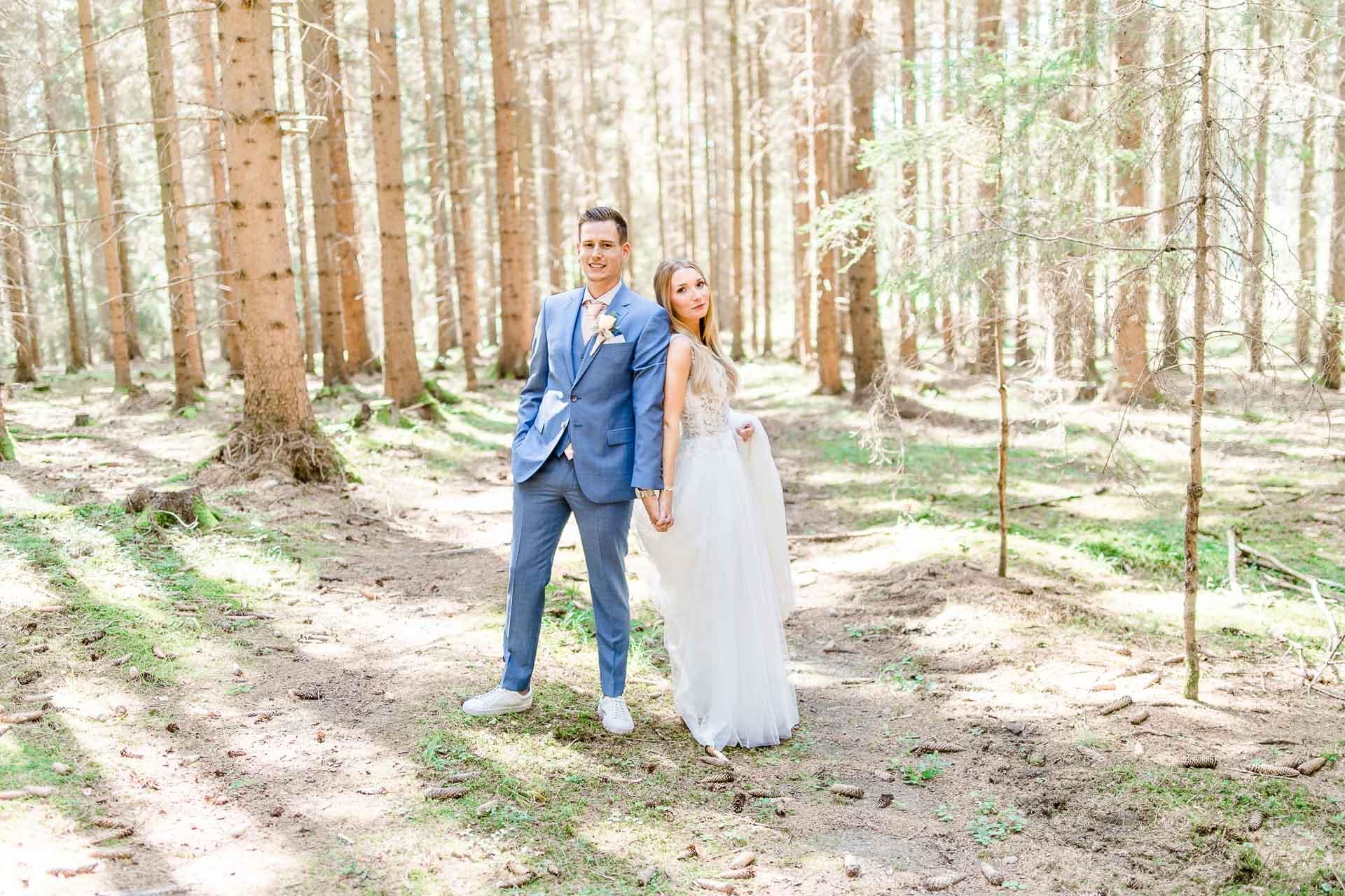 Hochzeit Niederösterreich heiraten Bohohochzeit Vintagehochzeit Brautkleid Pronovias Flossmann Hochzeitsanzug Joop First Look Österreich Wien
