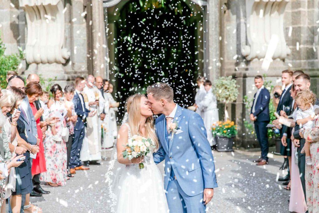 Hochzeit in Niederösterreich heiraten Bohohochzeit Vintagehochzeit Brautkleid Pronovias Flossmann Hochzeitsanzug Joop Hochzeit Kirche Stift Zwettl Hochzeit Österreich Wien Hochzeitsauszug Hochzeitszeremonie