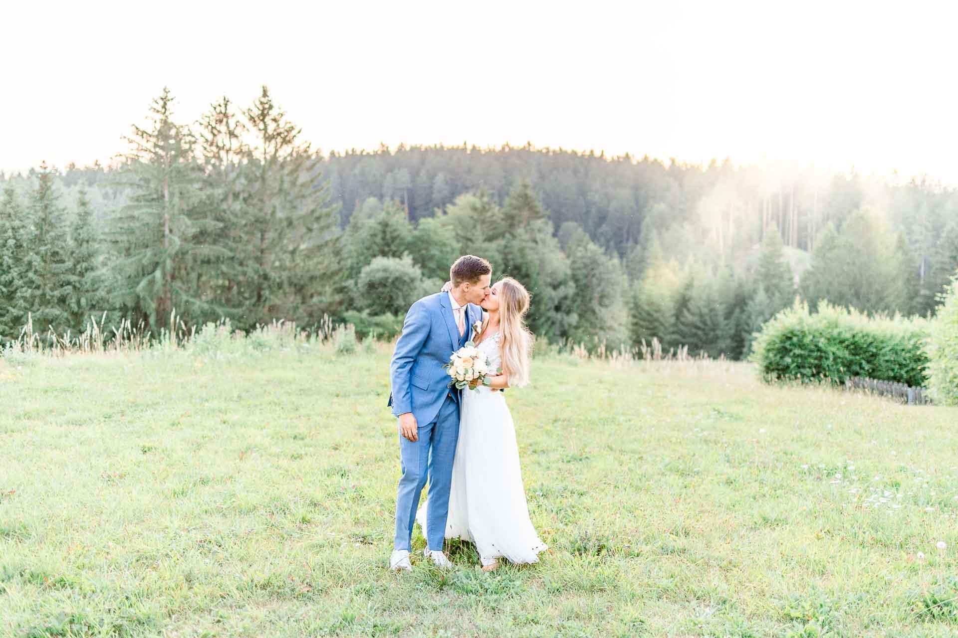 Hochzeit in Niederösterreich heiraten Bohohochzeit Vintagehochzeit Brautkleid Pronovias Flossmann Hochzeitsanzug Joop Paarshooting Hochzeitsfotos Sonnenuntergang