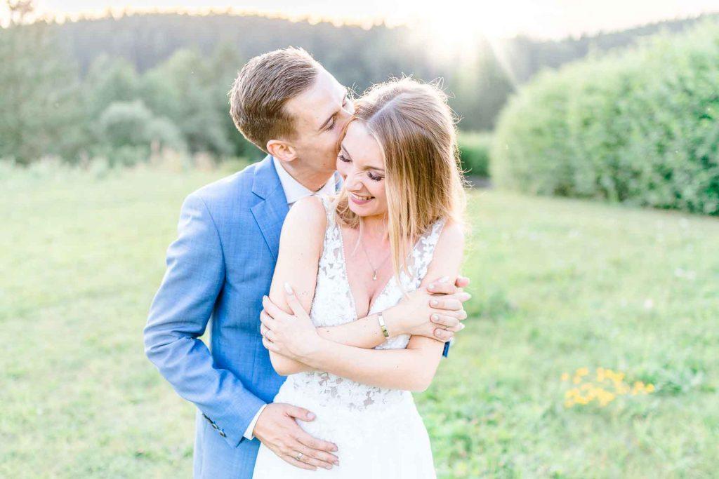 Hochzeit Niederösterreich heiraten Bohohochzeit Vintagehochzeit Brautkleid Pronovias Flossmann Hochzeitsanzug Joop Paarshooting Hochzeitsfotos Sonnenuntergang