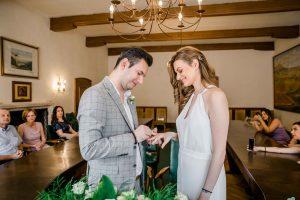 standesamtlich heiraten in Wien Hochzeit Standesamt heiraten Gumpoldskirchen Rathaus heiraten paarfotos